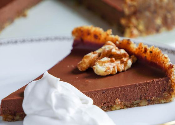 Krämig chokladpaj med knaprig botten (no-bake, Raw)